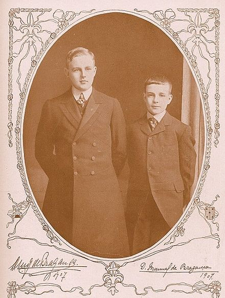 Luis Filipe, Prince Royal of Portugal and Infante Manuel, Duke of Beja, 1907. Manuel e Luis 1907.jpg