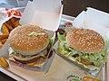 McDonald's hamburgers Big Mac et McChicken.jpg