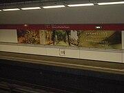 Kunstwerk op metrostation Voorschoterlaan.