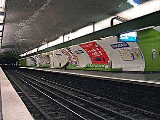 Trocadéro (Paris Métro) - Image: Metro Paris Ligne 9 station Trocadero 01