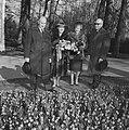 Minister Bot , de Keukenhof te Lisse geopend, tijdens rondgang in de tuin, Bestanddeelnr 917-5923.jpg