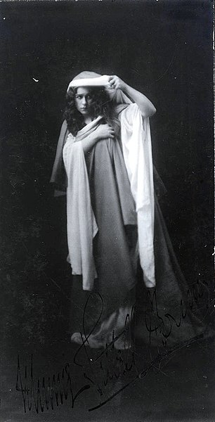 "File:Minnie Tittell Brune, as Kundry in the T. Hilhouse Taylor dramatic adaptation of the opera ""Parsifal"" - photographer R.A. Ruddle, Valley Studios, Brisbane, ca.1905-1908 (4252566864).jpg"
