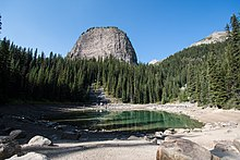 Mirror Lake with Big Beehive - Banff (33183188493).jpg