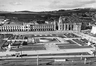 Praça do Império - An expansive view of the Belém district showing the monastery and the symmetrical square (foreground)