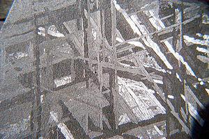"""Psyche (spacecraft) - Image: Motif de """"Widmanstätten"""" ©dada 677"""