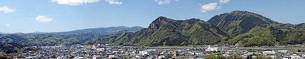 Mount Joyama & Mount Katsuragi 20100425.jpg