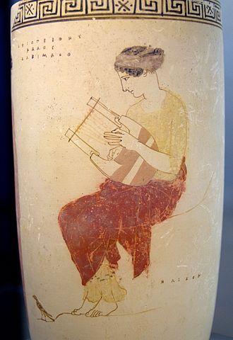 Lyre - Image: Mousai Helikon Staatliche Antikensammlungen Schoen 80 n 1