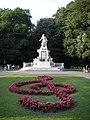 Mozart monument Vienna June 2006 362.jpg