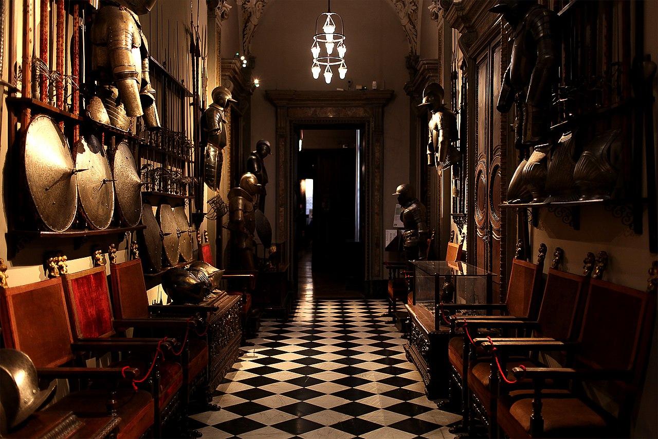 Галерея оружия в музее Багатти Вальсекки в Милане