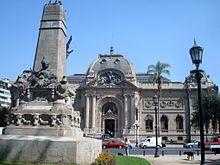 El Museo Nacional de Bellas Artes, ubicado junto al Parque Forestal.