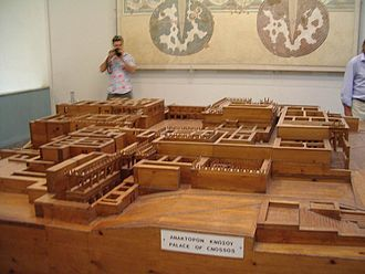 "Minoan chronology - Model of the ""Palace of Minos"" on Kephala at the Museum in Iraklio. Note the central courtyard, the columned porticos, the agglutinative architecture, the frequent light wells and the lack of defenses. Not shown are the extensive water supply and sanitation systems."