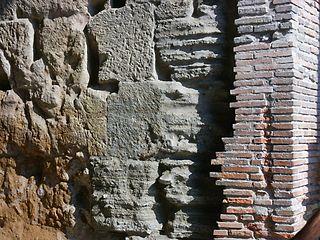 Muur van het Tabularium.jpg