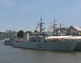 NCSM Kingston (MM 700) — Wikipédia