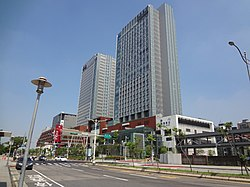 Nangang Station Building face to Zhongxiao East Road 20160723a.jpg