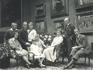 Bertha Krupp - Bertha with family, 1928, by Nicola Perscheid
