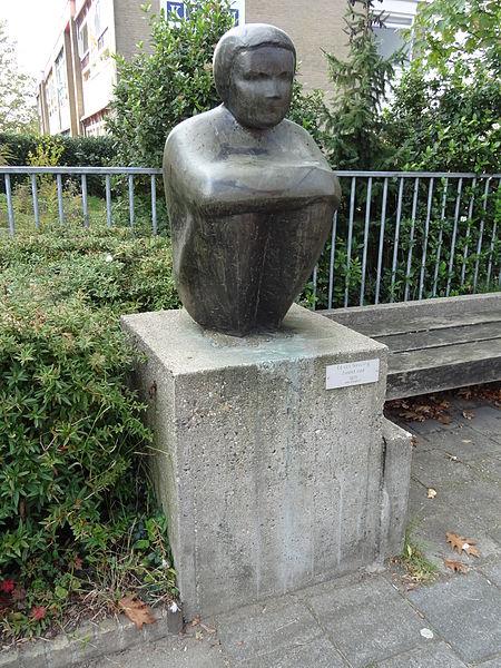 450px-Nijmegen_-_Beeld_Zittend_kind_van_Ed_van_Teeseling_op_de_hoek_van_de_Heyendaalseweg_en_de_Professor_Huijbersstraat.jpg