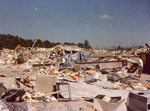1985 United States–Canada tornado outbreak - Remains of the Niles Park Plaza shopping center, which was leveled at F5 intensity.