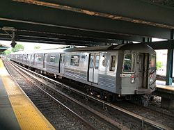 Northbound R68 B train at Kings Hwy.jpg