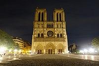 Notre-Dame de Paris at night.jpg