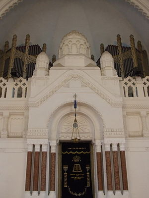 Novi Sad Synagogue - Image: Novi Sad Synagogue Aron Ha Kodesh