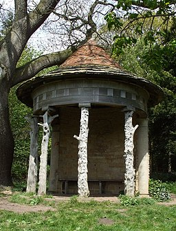 Odd little Summer House in Deffer Wood - geograph.org.uk - 1295280
