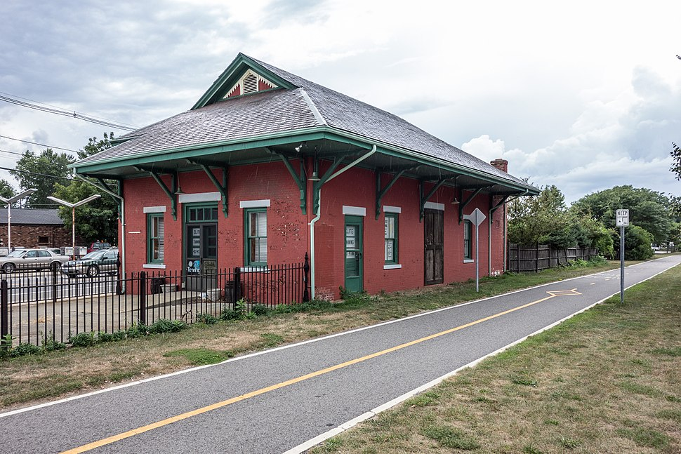Old Colony Riverside train station