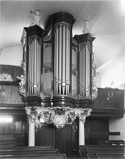 The organ in its post-1843 location on the Breedstraat.