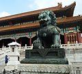 Pékin. Lion de cuivre dans la Cité Interdite.jpg