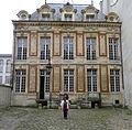 P1210322 Paris IV hotel Chalon-Luxembourg facade cour rwk.jpg