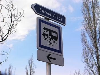 Français : Panneau de signalisation indiquant ...