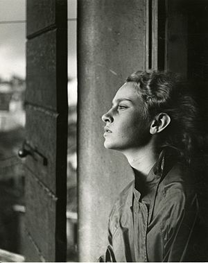 Portrait photography - Portrait with window light by Italian photographer Paolo Monti, 1955