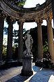 Parque el Capricho estatua.JPG