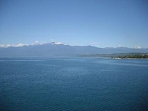 Mount Arfak - Image: Pegunungan Arfak from the Cenderawasih Bay