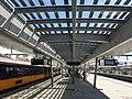 Perron met zonnepanelen, Utrecht Centraal (50176987771).jpg