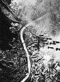 Photo - Luftbild - Regensburg - Donau bei Sinzing - fallende Bomben - 1943.jpg