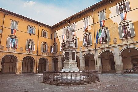 Piazza Del Comune Prato 2019.jpg