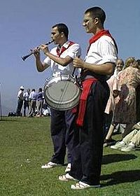 Tradicional musicians with pito and drum in Cantabria.