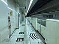 Platform of Hakozaki-Miyamae Station 8.jpg