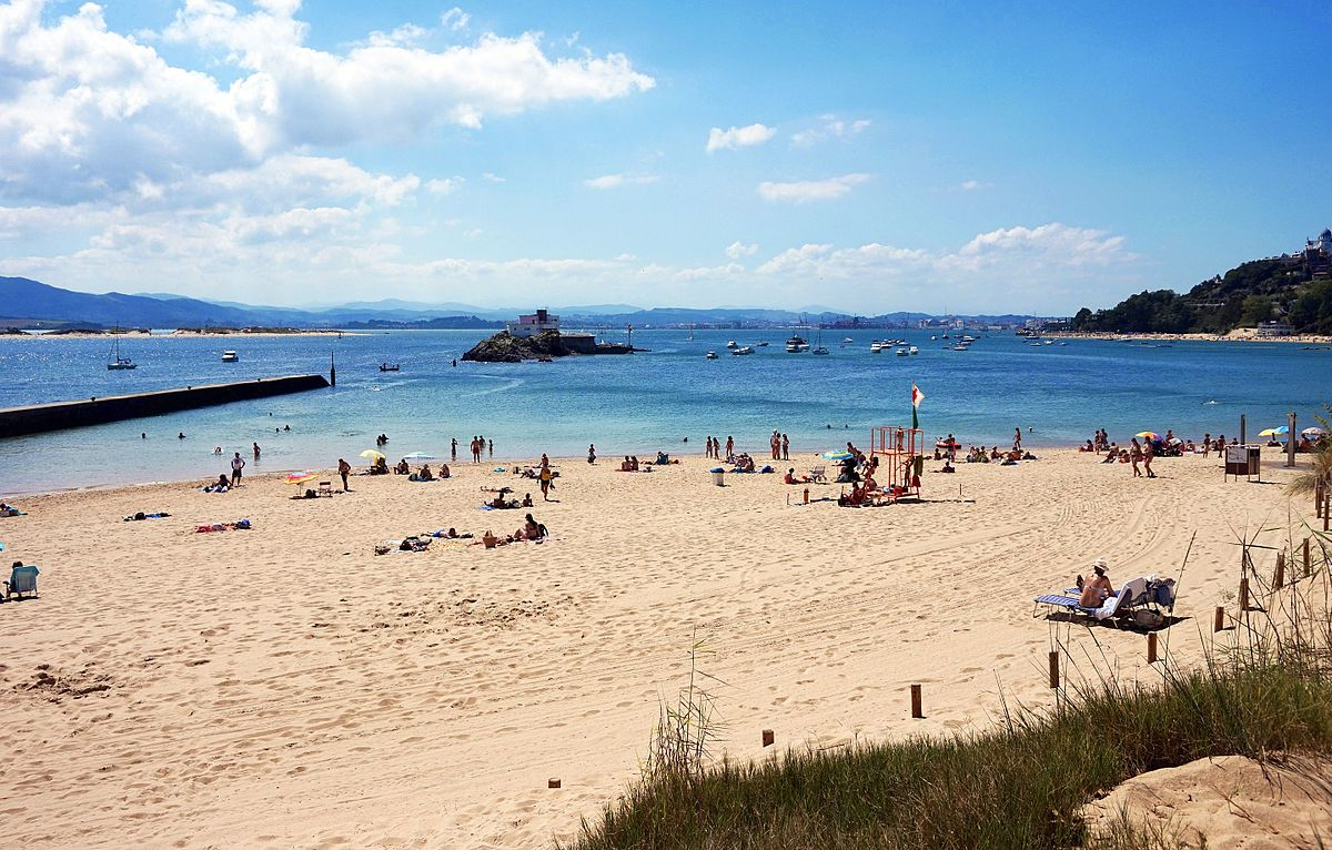 Playa de los bikinis wikipedia la enciclopedia libre - Fotos de hamacas en la playa ...