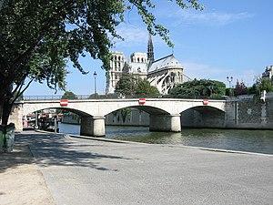 Pont de l'Archevêché - A photograph of the Pont de l'Archevêché from Quai de la Tournelle. Notre Dame de Paris can be seen in the background.