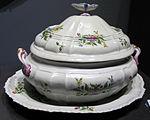Porcellana ginori di doccia, zuppiera con sottopiatto, 1745 ca., collez. privata 02.JPG