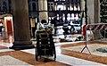Portici settentrionali di piazza Duomo natale 2017 Anime e bandiera.jpg