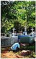 Preparando el cementerio para la misa.jpg