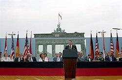 President Ronald Reagan making his Berlin Wall speech.jpg