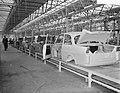 Produktie van de DAF personenauto te Eindhoven, de carroserieen op de 120m lange, Bestanddeelnr 910-1761.jpg