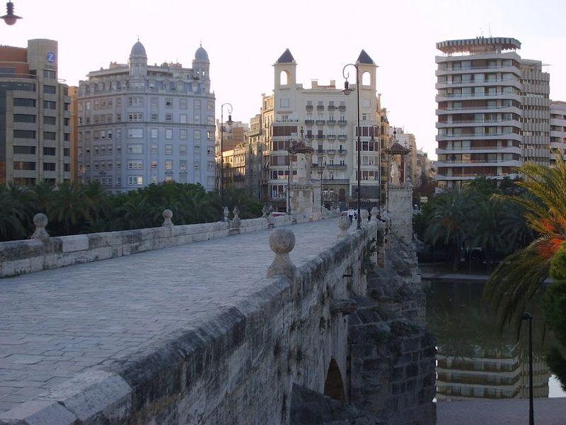 File:Puente del Mar Valencia (España).JPG
