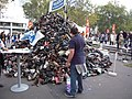 Pyramide de chaussure 2015, Paris (24).jpg