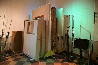 Spill (audio) - Recording studios use partitions and fabric screens to reduce microphone bleed.