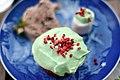 Rabarbermuffin, rabarberis og marshmallow (5809502776).jpg