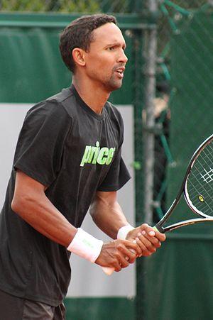Raven Klaasen - Raven Klaasen practicing at Roland Garros 2013
